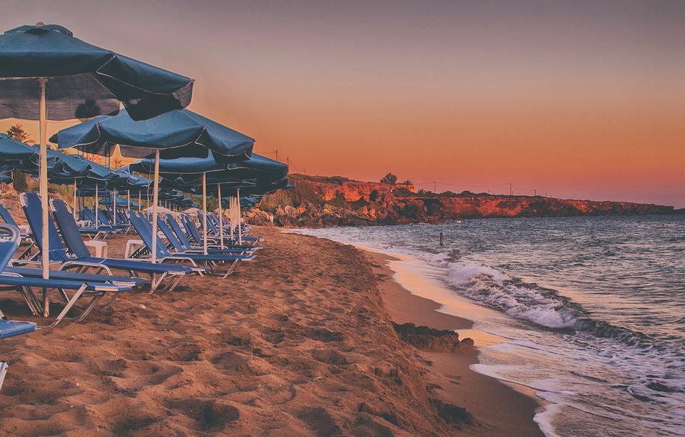 Západ slunce na krásné pláži Xi, Kefalonia