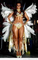 Cecilia Galiano en el carnaval de Veracruz, espectacular cuerpo