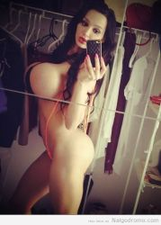 Amy Anderssen, el bikini casi ni se nota!