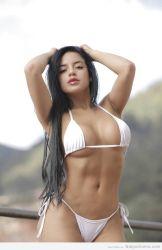 Alejandra Bordamalo súper sexy en bikini! HD