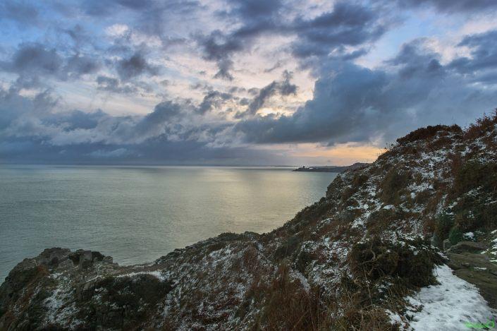 La neige est tombée sur l'Anse des Sévignés et le Fort la Latte - la Roche Goyon
