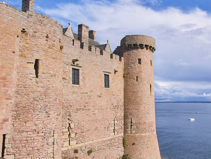 Le Château du Fort la Latte et ses hautes murailles - la Roche Goyon
