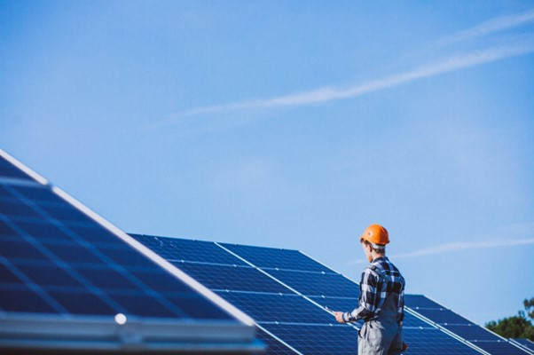 Kodėl žmonės renkasi saulės elektrines?
