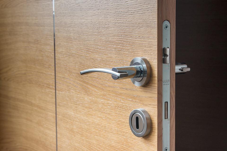 Negalite įeiti į namus – užsitrenkusios durys ir kitos spynų problemos