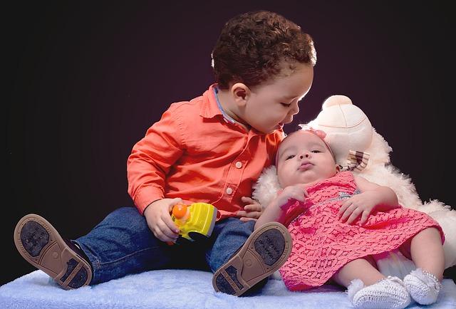 Pilihan Nama Adik Bayi yang Lahir Bulan Juni