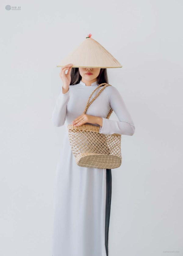 NA-classic-handcrafted-woven-seagrass-bag