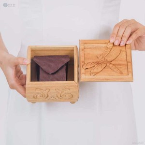 NA-hand-carved-square-shape-wooden-box-with-dragonfly-pattrern