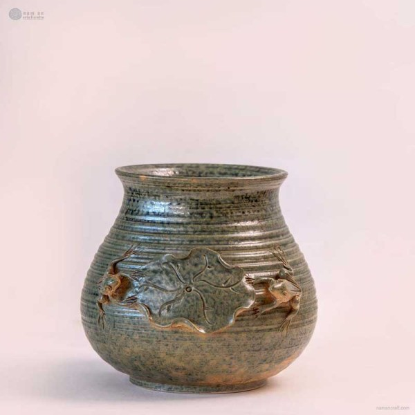 NA-large-handmade-ceramic-vase-with-lotus-leaf-and-frog