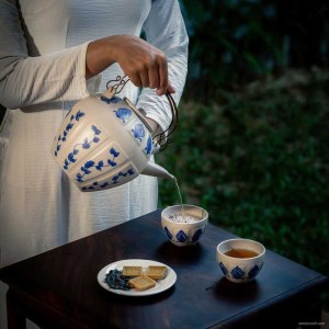 NA-blue-ivy-white-round-body-tea-set-with-vine-pattern