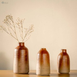 NA-steadiness-matte-brown-cylindrical-ceramic-vase-with-two-different-pattern-choices