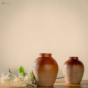 NA-tolerance-matte-brown-ceramic-pot-with-two-different-pattern-choices-made-by-artist-pham-anh-dao