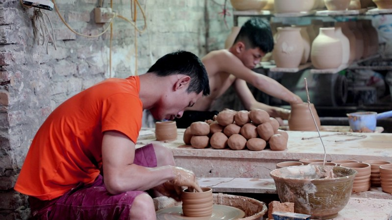 Handmade pottery - Tradition or modernization?