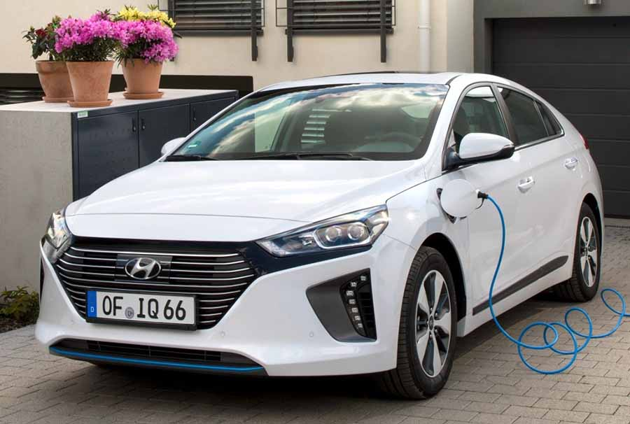 2018 hyundai ioniq plug in hybrid namaste car. Black Bedroom Furniture Sets. Home Design Ideas