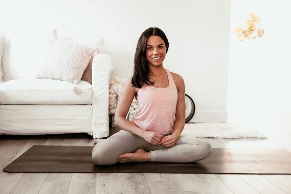 Cours de yin yoga d'une heure - assouplir les hanches et ouvrir les épaules | Namasté & Coco Latté
