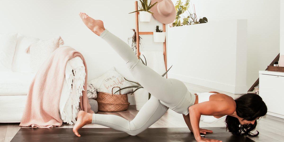 Routine de yoga énergisante: créer de l'espace