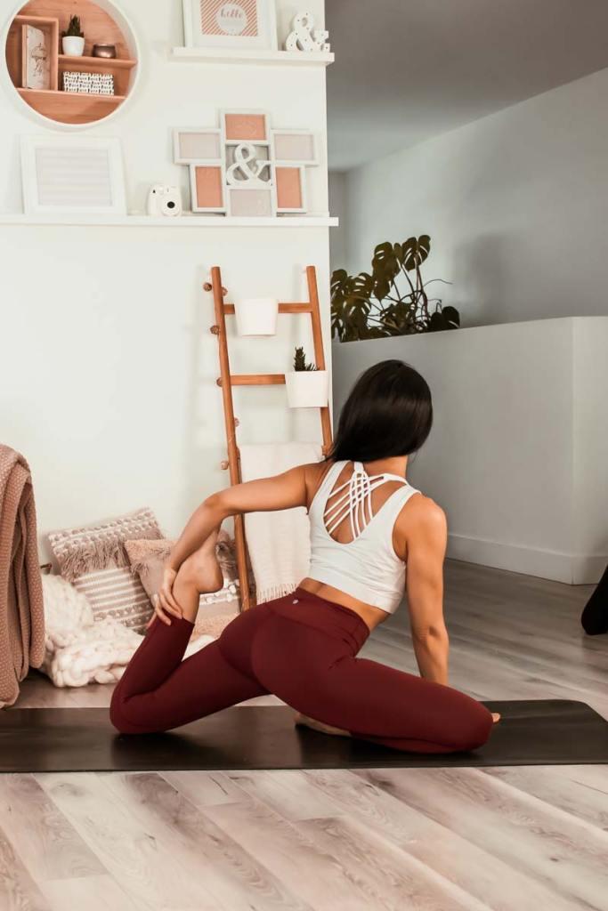 Routine de yoga énergique & anti-blues hivernal | Namasté & Coco Latté
