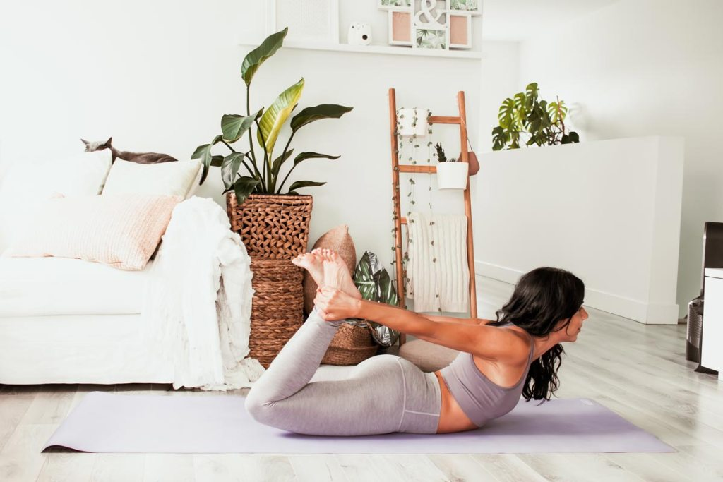 Yoga pour les «pas souples» : étirer les quads | Namasté & Coco Latté