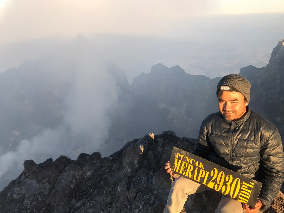 Prat in front of the crater of Merapi Volcano