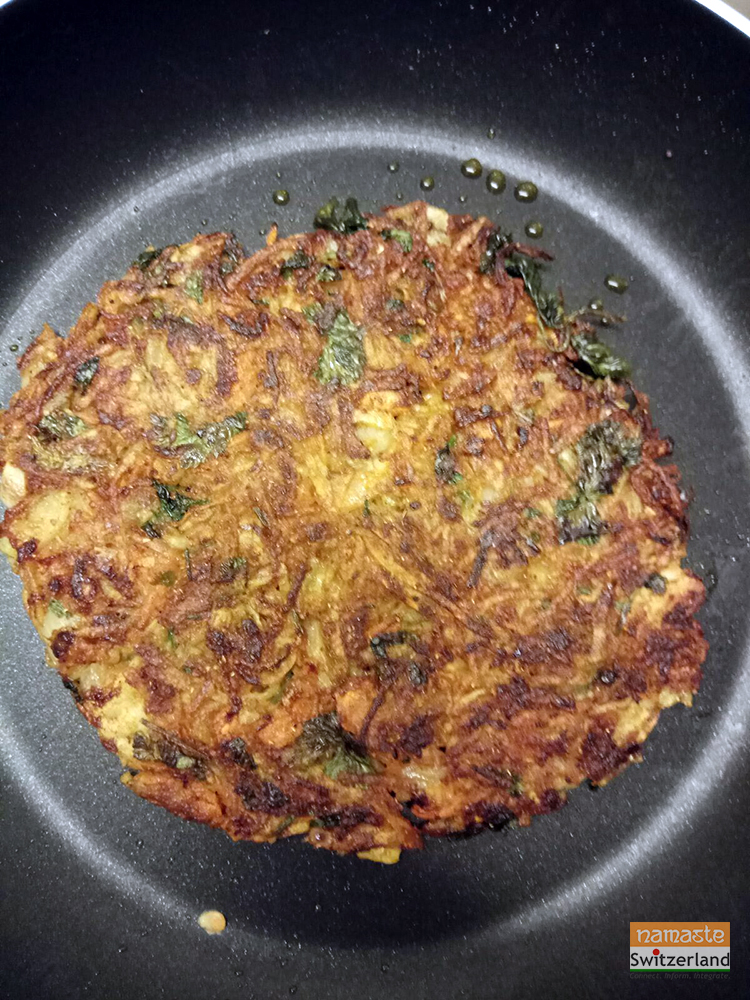 Rösti on the pan