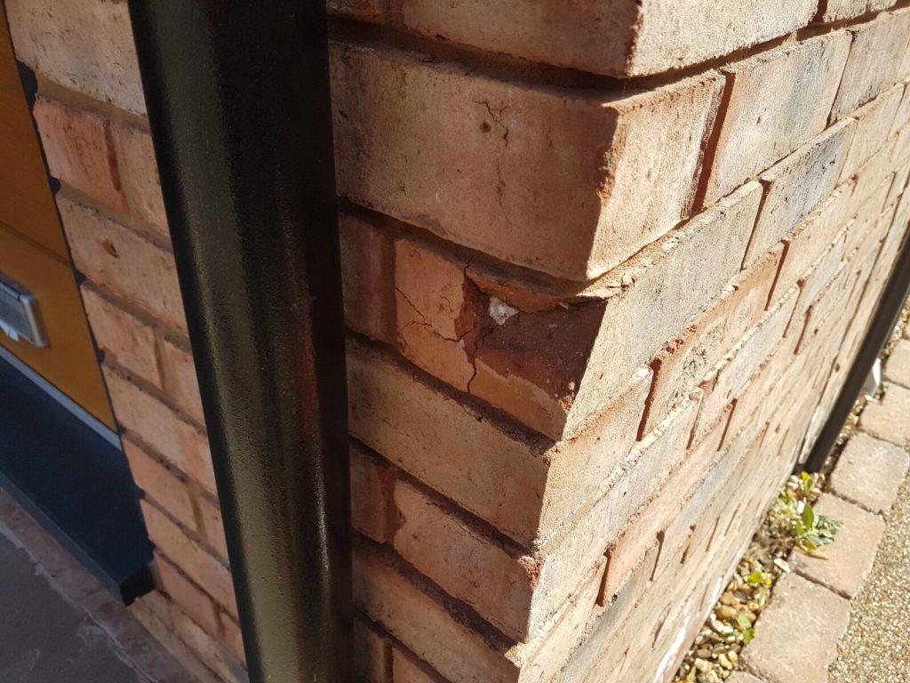 DAMAGED BRICK REPAIR CHIP CRACK SPELCH BROKEN BRICK REPAIR BEFORE