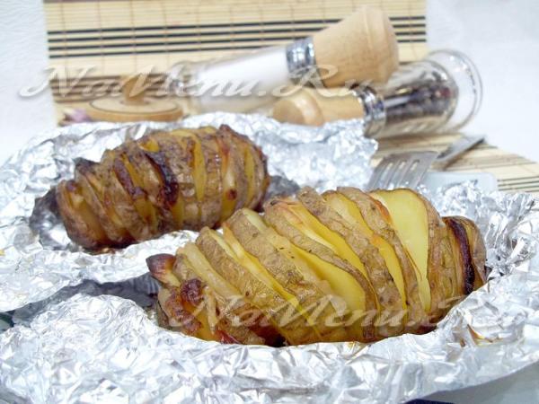 Картошка-гармошка с салом в фольге в духовке, рецепт с фото