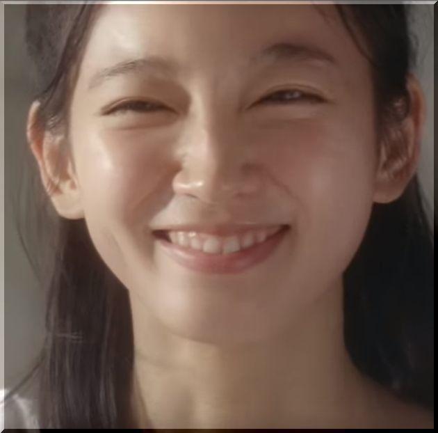 吉岡里帆のすっぴん画像とCM動画と水着画像をまとめてみました。