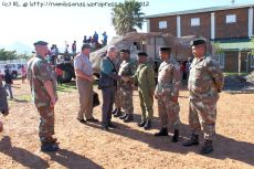 Mr Roelf Meyer, Chairman of the DRC, and Brigadier General John Gibbs, Deputy Chief Director Defence Reserves, warmly greet the troops from the various regiments