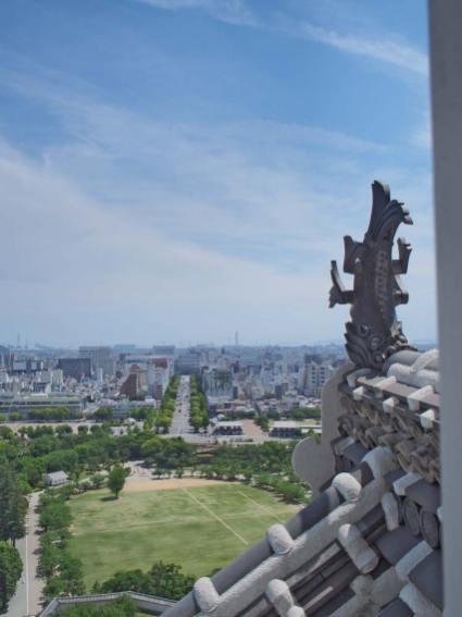 天守閣から姫路駅方面を眺める