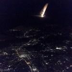 羽田空港離陸直後の東京の夜景スカイマークの尾翼付き