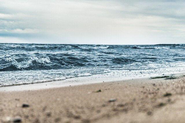 海岸侵食とは?原因・影響・対策を解説