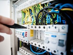 Things to do before calling an emergency electrician.