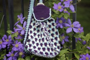 Everything's Beachy Bag Free Crochet Pattern for a crossbody sling bag