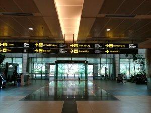 チャンギ空港から市内行きバス案内1
