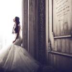 『十八歳の花嫁』を読む花嫁の、-イメージ