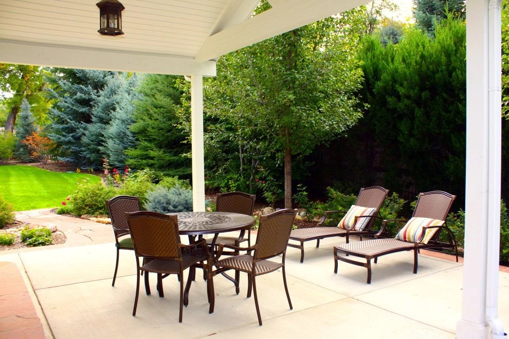 Riopelle Residence - Side Patio