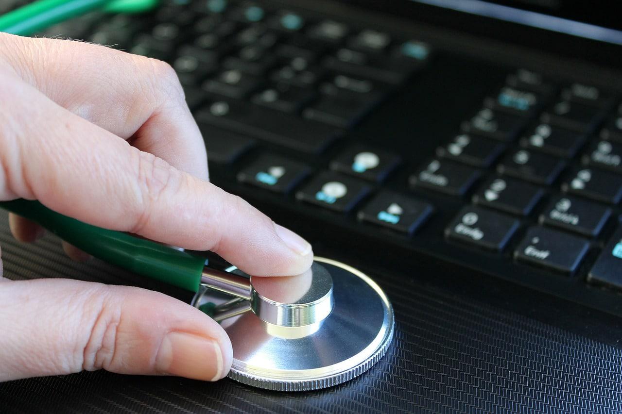 seo-audit-stethoscope-on-keyboard
