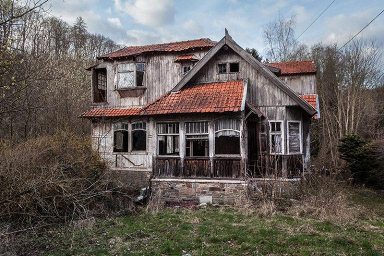 Urbex, oude verlaten, vervallen gebouwen en kastelen