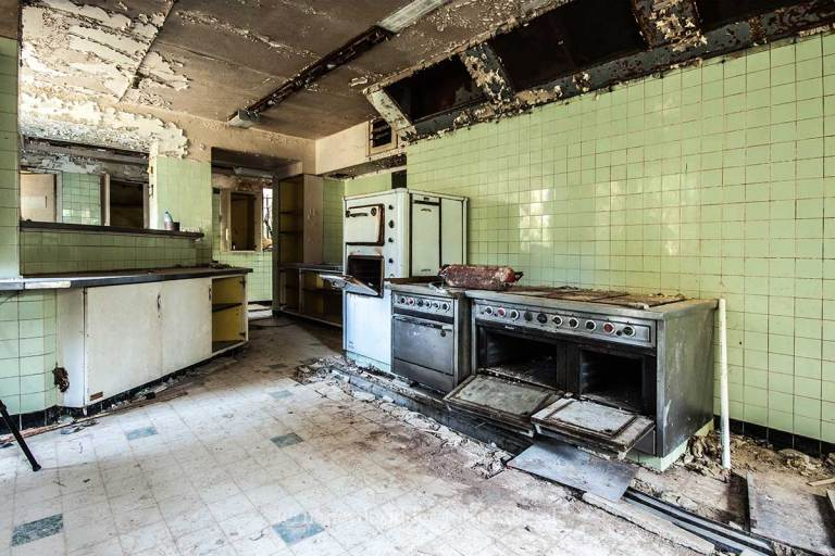 Chateau de Noisy, keukenblok, spookkasteel, Urbexlocatie