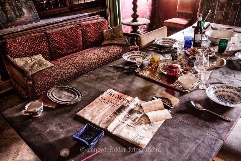 maison dr. pepito, woonkamer, krant, vervallen dokterspraktijk, urbex, belgië