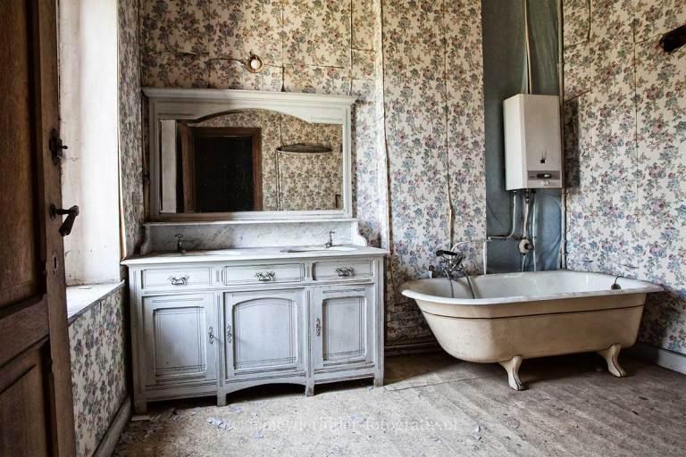 Manoir von Duchess, verlaten landhuis, urbexlocatie, badkamer