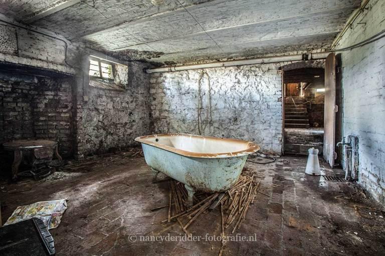 Manoir von Duchess, verlaten landhuis, urbexlocatie, badkuip
