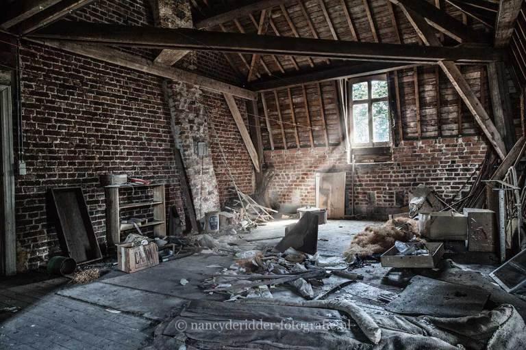 Manoir von Duchess, verlaten landhuis, urbexlocatie, zolderkamer