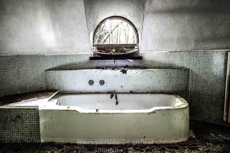 Villa SS, badkamer, oud bad, Urbexlocatie