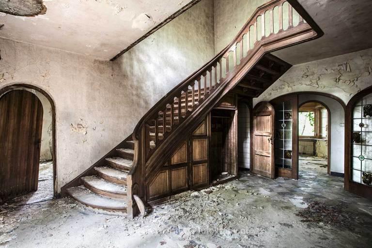 Villa SS, oude trap, verwaarloosd, Urbexlocatie