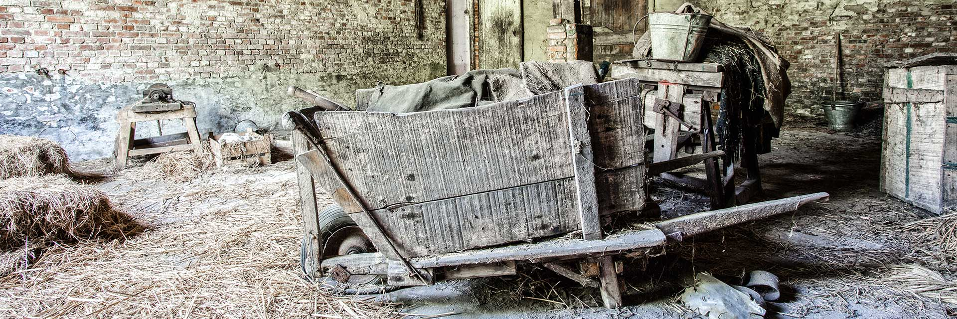 farm-paternoster-urbex-vervallen-abandoned-belgie-kruiwagen