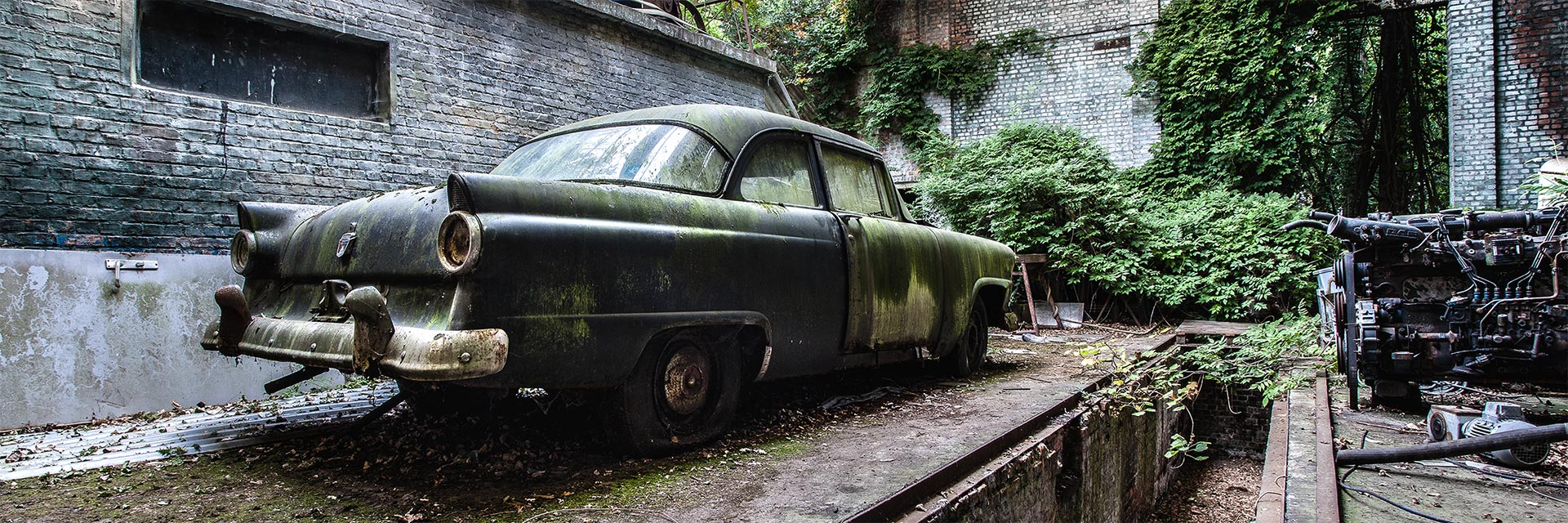 ord-fairlane-vervallen-garage-oude-ford