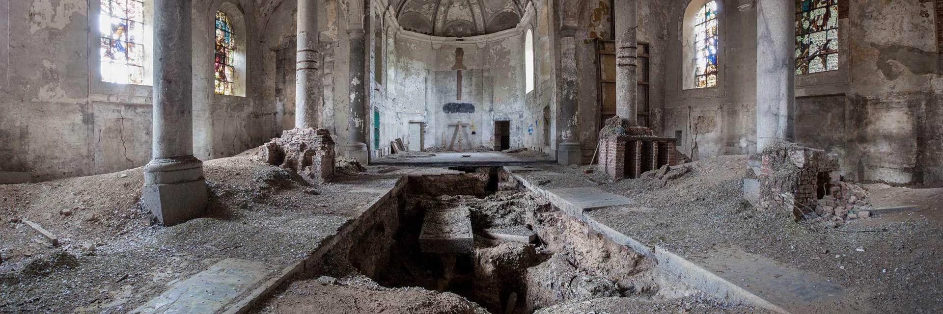 gravestone church, urbex, verlaten kerk