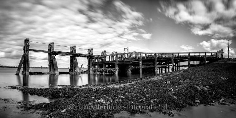 zwart/wit-fotografie, vervallen-brug, zeeland, panorama