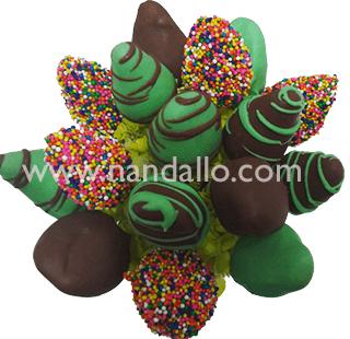 Arreglo frutal con fresas con chocolates