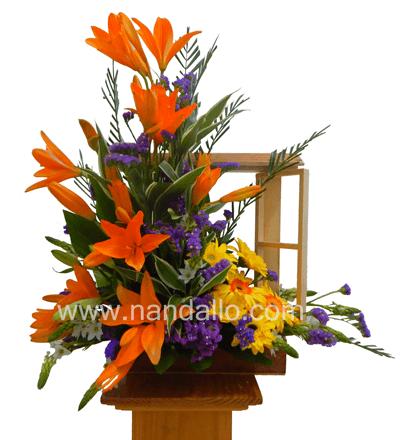 Arreglo floral colorido en ventana